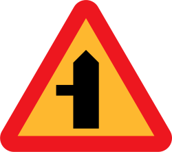 Image of the Swedish intersection with minor side-road sign.